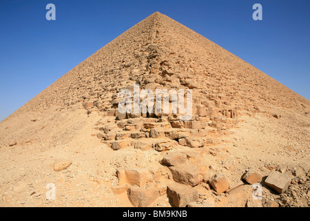 The Red Pyramid (also called the North Pyramid) of the Egyptian Pharaoh Sneferu (4th dynasty) at Dahshur, Egypt - Stock Photo