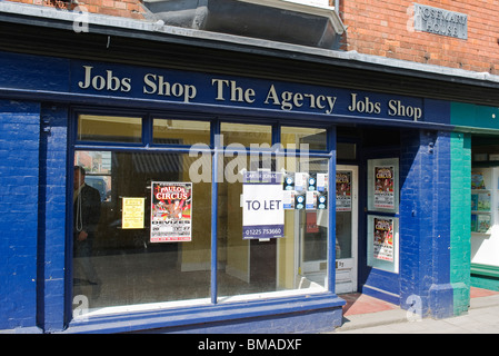 Empty Job Shop with sign To Let in Devizes UK - Stock Photo