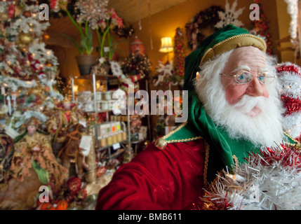 Life-size Santa Claus figure in store display, Fort Lauderdale, Florida, USA - Stock Photo