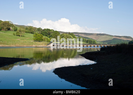 view ladybower derwent reservoir peak district derbyshire low level dry spell pipe line viaduct in distance - Stock Photo
