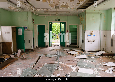 Vandalised kitchen in an abandoned school - Stock Photo