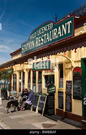 UK, England, Devon, Dartmouth, customers sat in sunshine outside seafront Station Restaurant - Stock Photo