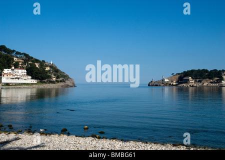 Entry of the Port of Soller, seen from the beach (Majorca - Spain). Entrée du port de Soller vue depuis la plage - Stock Photo
