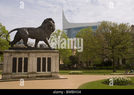 England Berkshire Reading Forbury gardens, with Maiwand Lion & 'The Blade' office block - Stock Photo