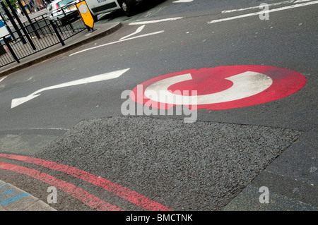 Congestion charge sign on road - Stock Photo