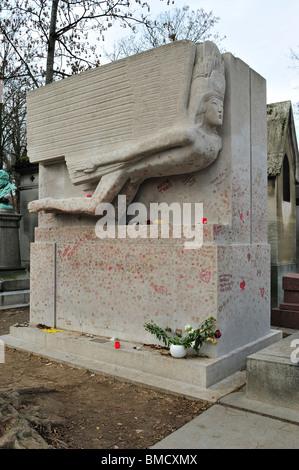 Grave of Oscar Wilde, Père-Lachaise Cemetery, Paris, Ile-de-France, France - Stock Photo