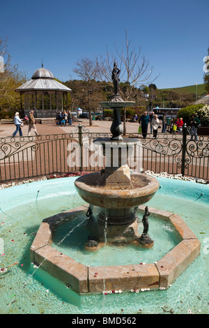 UK, England, Devon, Dartmouth, Royal Avenue Gardens, Sir Henry Seale Victoria Golden Jubilee fountain surrounded - Stock Photo