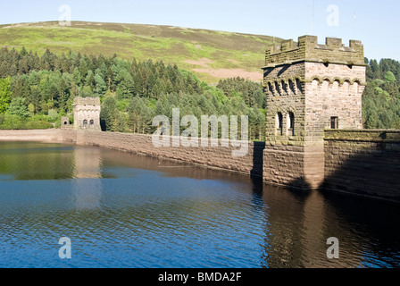 derwent dam lady bower reservoir peak district as used by raf squadron 617 for low flying bouncing bomb aiming techniques - Stock Photo