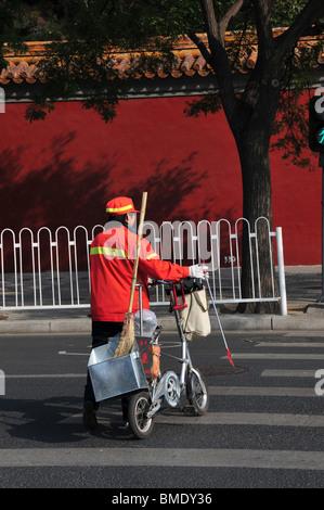 Municipal worker street cleaner Beijing China - Stock Photo