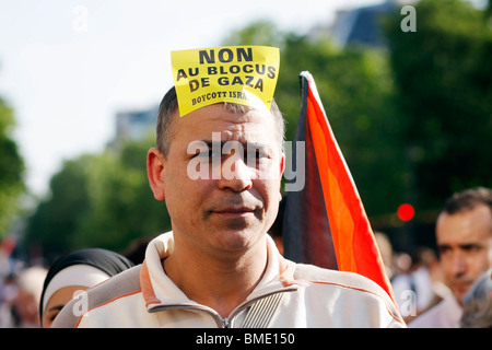Demonstration in Paris to support the Irish-flagged Rachel Corrie carrying humanitarian aid to Gaza. - Stock Photo