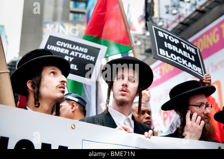 Neturei Karta, an Anti-Zionist Orthodox Jewish organization, protest Israel's attack on the Flotilla ship. Times - Stock Photo