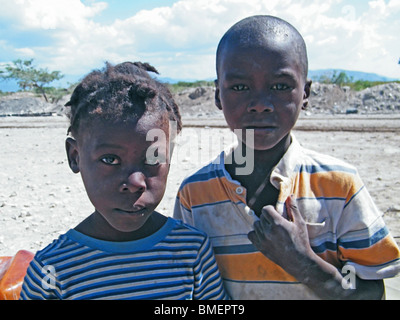 A brother and sister wait for drinking water (distributed by the United Nations) in the semi-desert outside Gonaives, - Stock Photo