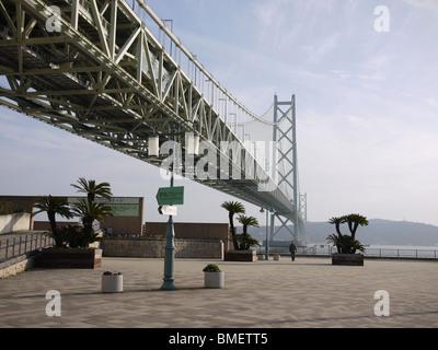 Japan, Honshu, Kobe The Akashi Kaikyo bridge connecting Kobe and Awaji Island is longest suspended span bridge in - Stock Photo