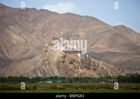 Gyantse Dzong or Fortress in Gyantse, Tibet - Stock Photo