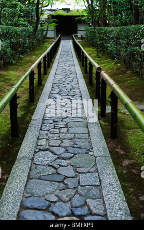 A stone path leads to the gate at Koto-in, a sub temple of Daitoku-ji, Kyoto, Japan - Stock Photo