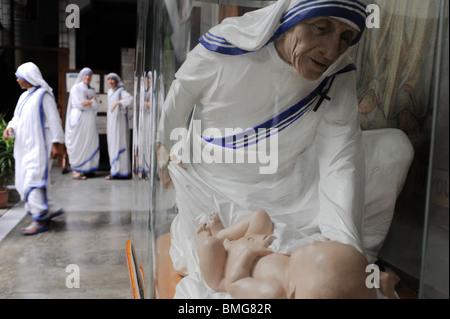 India Kolkata Calcutta, sisters of charity and Mother Teresa wax figure at Mother ´s Teresa house - Stock Photo