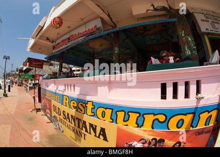 India, Kerala, Kovalam, Lighhouse Beach Old Santana Restaurant one of the longest established seaftont cafes - Stock Photo