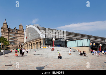 Lime Street station and newly restored concourse Liverpool - Stock Photo