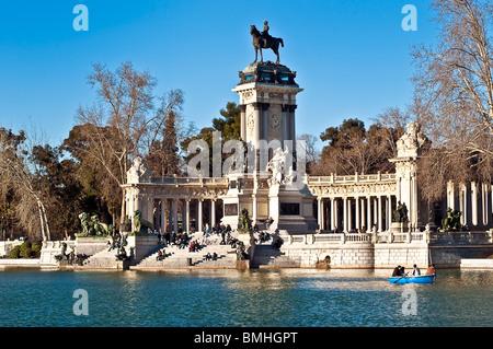 King Alfonso XII memorial, Estanque Lake, retiro Park, Madrid, Spain - Stock Photo