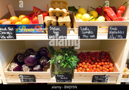 Fresh fruit and vegetable for sale in Carluccio's - Stock Photo