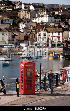 UK, England, Devon, Brixham Harbour, old red K6 phone box on quayside - Stock Photo