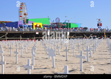Arlington West - temporary memorial for US soldiers that died in Iraq. It is created on Santa Monica Beach, California - Stock Photo