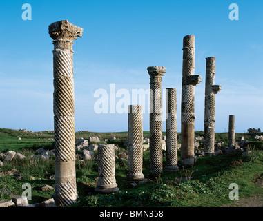 SYRIA. APAMEA (Afamia). Colonnade in Cardo Maximus Avenue. - Stock Photo