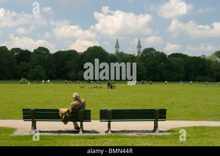 People relaxing in the Englischer Garten park in Munich, Bavaria - Stock Photo