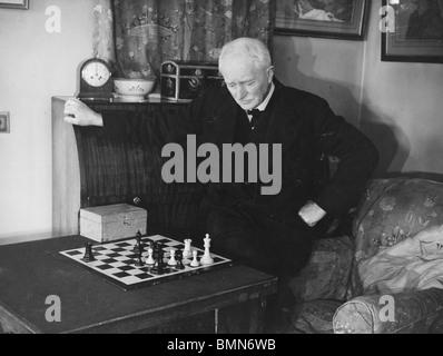 JOHN MASEFIELD  - (1878-1967) English poet at his home Burcote Brook near Abingdon in 1940 - Stock Photo