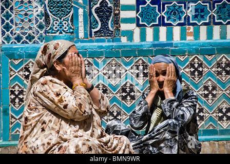 Group of muslim women praying in the Shahr-i-Zindah mausoleum, Samarcand, Uzbekistan - Stock Photo