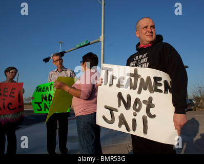 Iraq War veteran Michael Kern (r) organizes a protest outside of Fort Hood for post traumatic stress disorder (PTSD) - Stock Photo