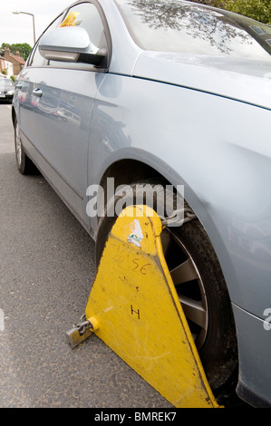 untaxed car tax road avoidance taxation enforcement clamp clamped cars clamping clamper clampers  clamps immobilized - Stock Photo