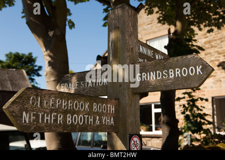 UK, Derbyshire, Edale village, wooden signpost at official starting point of the Pennine Way - Stock Photo