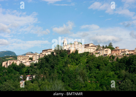 Wide skies over the historic hilltown ofAmandola in Le Marche,Italy - Stock Photo