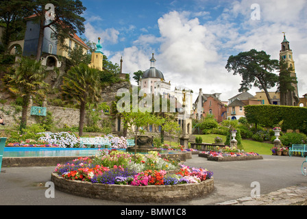 Portmeirion village. Clough Williams-Ellis fantasy village in North Wales. Site of the television series the prisoner. - Stock Photo