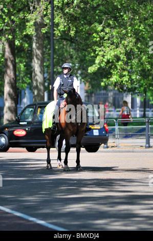 Metropolitan policeman on horseback, London, United Kingdom - Stock Photo