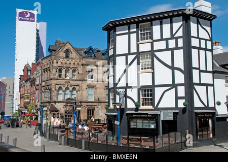 Sinclairs Oyster Bar,Shambles Square,historic bar in Manchester City Centre. - Stock Photo