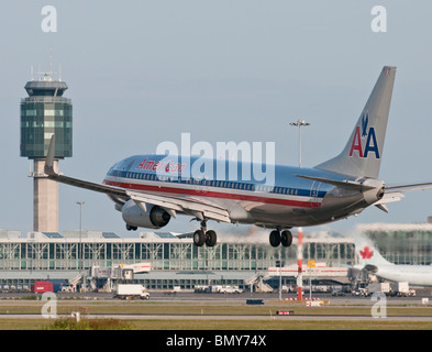 An American Airlines Boeing 737-823 jet airliner landing at Vancouver International Airport (YVR).