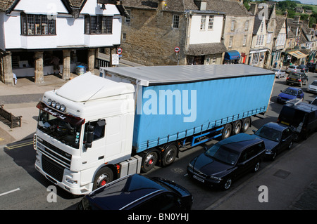 Traffic congestion in the Cotswolds town of Burford Oxfordshire haulage lorry enroute through the narrow main street - Stock Photo