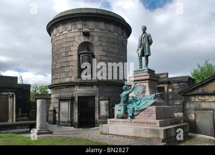 The tomb of David Hume next to the monument to Scottish-Americans who fought in the American Civil War. - Stock Photo