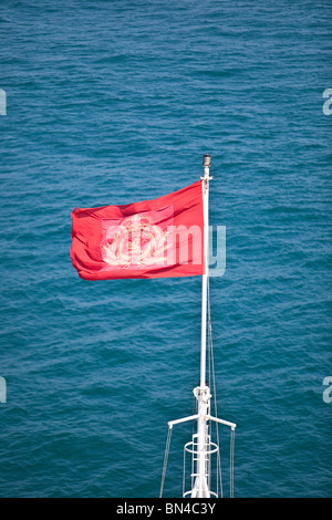 House flag of Cunard flying on the bow of 'Queen Victoria' - Stock Photo
