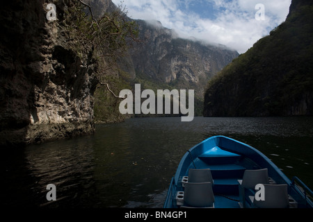A boat navigates in the Sumidero Canyon in Tuxla Gutierrez, Chiapas, Mexico, February 18, 2010. - Stock Photo