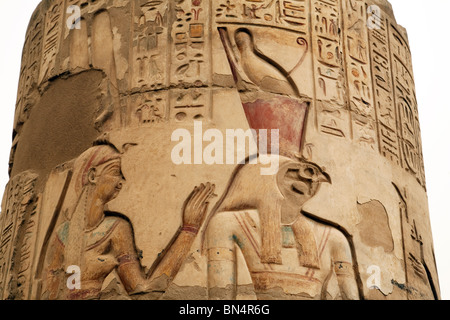 Detail of carving of the Egyptian gods Isis and Horus on a column, The temple of Horus and Sobek, Kom Ombo, Upper - Stock Photo