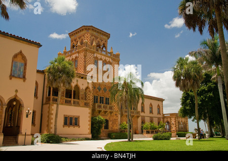 John Ringling of Ringling Brothers Circus fame and his wife Mable built the exquisite Venetian home, Ca d'Zan on - Stock Photo