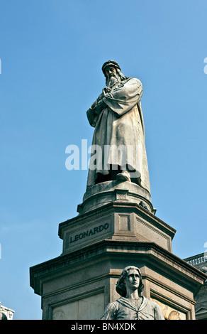 leonardo Da Vinci Statue in Piazza della scala Square, Pietro Magni sculputo, Milan, Italy - Stock Photo