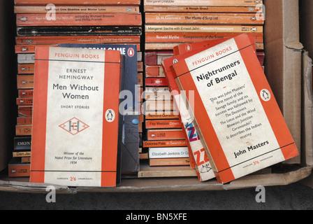 Penguin paperbacks at a secondhand bookshop in Edinburgh. - Stock Photo