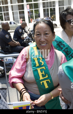 International Immigrants Parade, NYC: Tibetan woman marches in the parade - Stock Photo