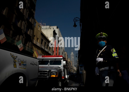 A police woman wears a mask as a precaution against swine flu in the Zocalo, Mexico City's main plaza. - Stock Photo