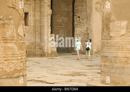 Tourists looking at the Temple of Horus and Sobek, Kom Ombo, Upper Egypt - Stock Photo