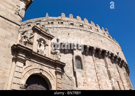 Avila, Avila Province, Spain. The apse of the Romanesque-Gothic cathedral which was built partly as a fortress. - Stock Photo